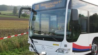 Fussgängerin stirbt nach Kollision mit Postauto in Remetschwil