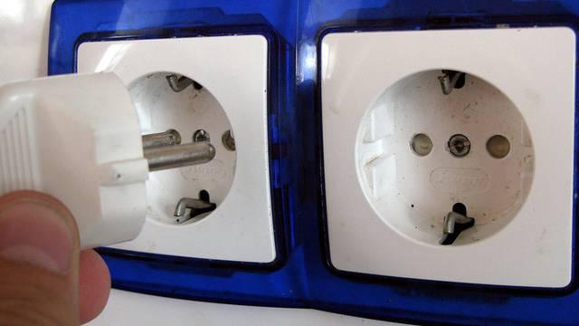 Ein Disco-Besucher verursacht auf ungewöhnliche Weise einen Kurzschluss: Er urinierte auf eine Steckdose (Symbolbild)