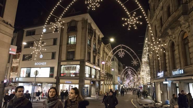 Immer weniger Geschäfte an der Freien Strasse sind bereit, die Weihnachtsbeleuchtung mitzufinanzieren.