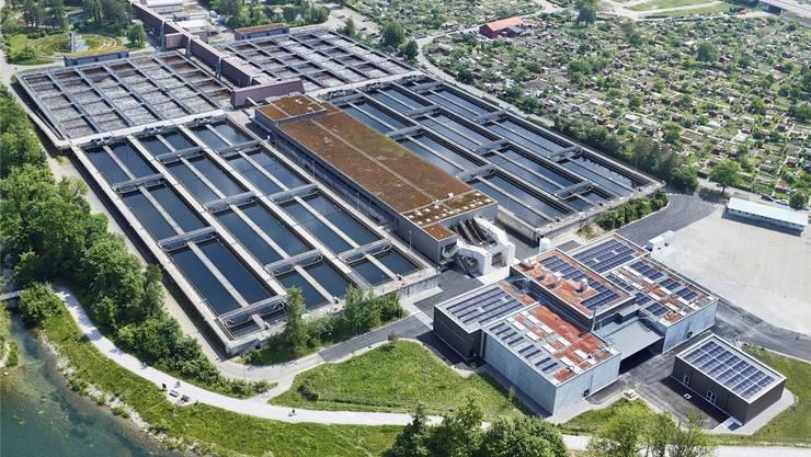 Kläranlage Werdhölzli: Rechts unten der Gebäudekomplex der neuen Ozonungsanlage. zvg