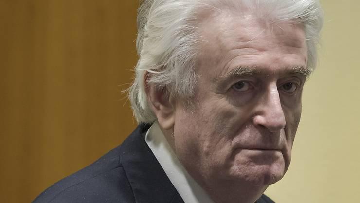 Der ehemalige bosnische Serbenführer Radovan Karadzic kann seine lebenslange Haftstrafe wegen Kriegsverbrechen und Völkermords im Bosnienkrieg nicht mehr anfechten. (Archivbild)
