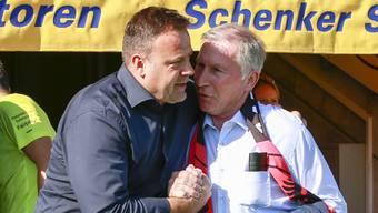 FCA-Präsident Alfred Schmid (rechts) wunderte sich in Lausanne über die späten Einwechslungen seines Trainers Patrick Rahmen (links).
