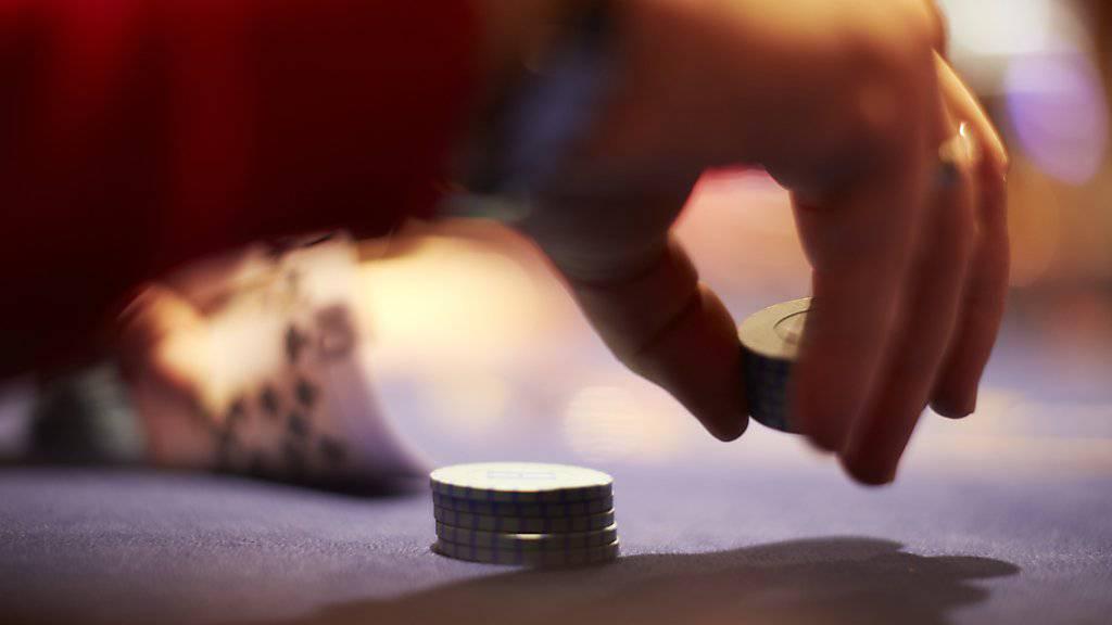 Ein 53-jähriger Türke ist im Kanton Solothurn als Drahtzieher einer weitverzweigten illegalen Glücks- und Wettspielorganisation angeklagt worden. (Symbolbild)