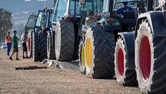 Geht es nach GLP-Präsident Jürg Grossen, sollen Traktoren mit Strom statt mit Benzin unterwegs sein.