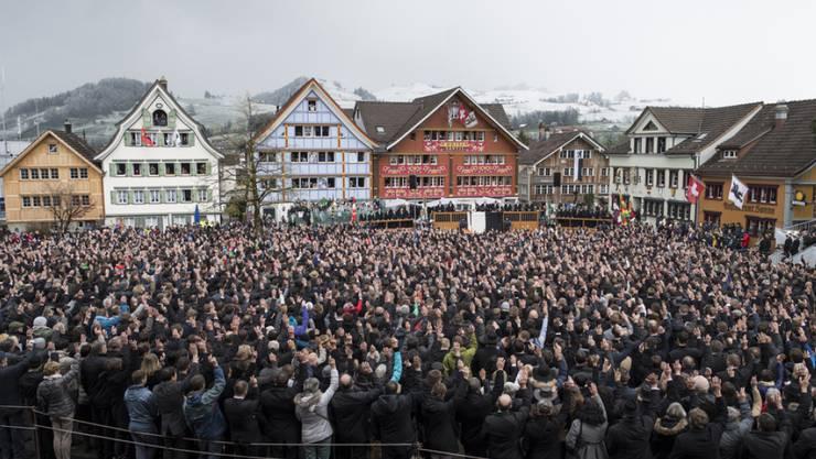 Die Stimmberechtigten des Kantons Appenzell Innerrhoden fällten klare Entscheide an der Landsgemeinde. Zu kämpfen hatten die Menschen eher mit dem Schneetreiben.