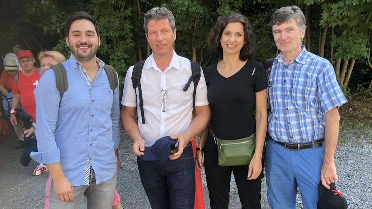 Prominente einträchtig vereint: SP-Nationalrat Cédric Wermuth, SVP-Grossrat Daniel Wehrli, SP-Grossrätin und Präsidentin Gabriela Suter sowie der grüne Grossrat Severin Lüscher.