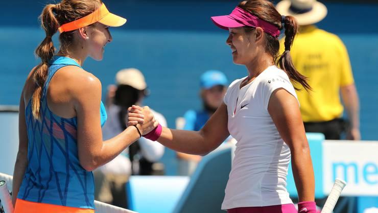 Handshake von Belinda Bencic (links) mit Li Na nach verlorenem Match.