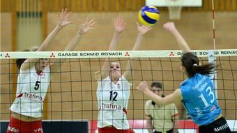 Der Favoritenrolle nicht standgehalten: Sm'Aesch mit Megan Plourde (l.) und Lisa Gysin versagten kollektiv die Nerven. Uwe Zinke/sportives.ch
