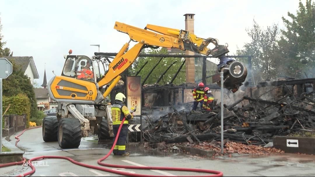 Leeres Bauernhaus auf Grund von Brandstiftung niedergebrannt?