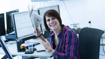 Die Redaktorin von Radio 32 Karin Leuppi wird ausgezeichnet.