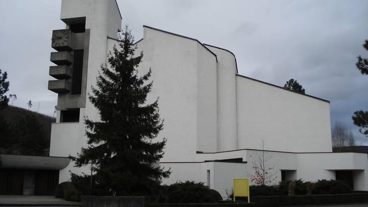 Bei der Kirche in Zwingen ist das Dach undicht. (Archiv)