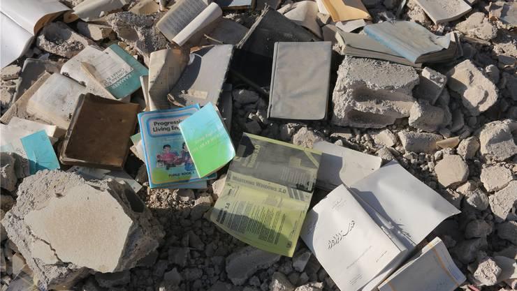 Aus den Trümmern von Daraya in die geheime Bibliothek: Dieses Bild schickten die Büchersammler der Autorin Delphine Minoui. Benevento