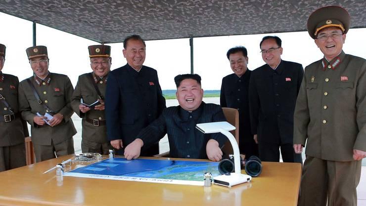 Kim Jong Un macht erneut mit der Zündung einer Rakete auf sich aufmerksam.