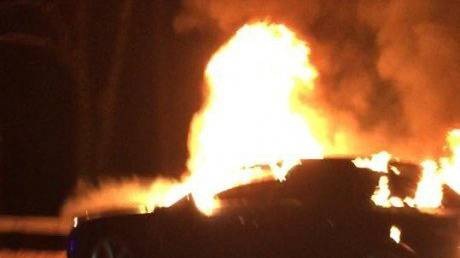 ...brannte ein Auto aus.