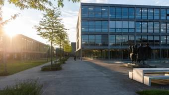 Voraussichtlich ab 2027 sollen auf dem Areal der Kanti Baden neuer Schulraum und eine neue Doppelhalle nutzbar sein.
