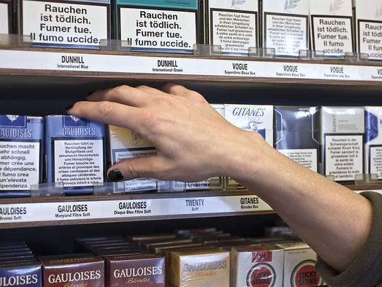 Der Verkauf von Zigaretten an Minderjährige wird im Kanton verboten. (Themenbild)