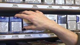 Der Verkauf von Zigaretten an Minderjährige soll künftig schweizweit verboten sein. So will es der Bundesrat. (Themenbild)