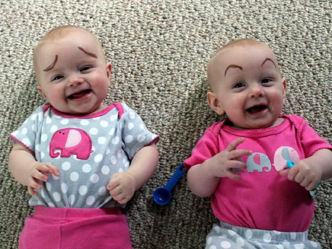 Babys mit Augenbrauen