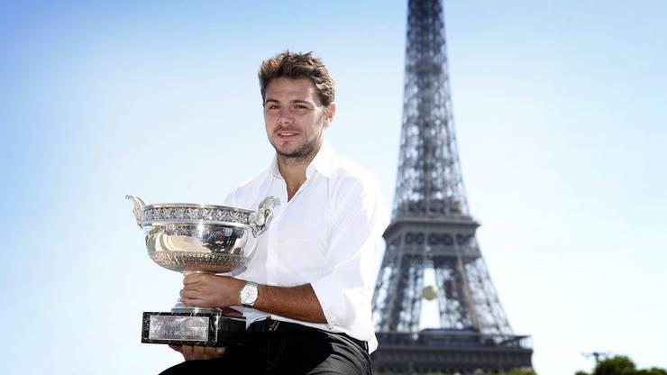 Wawrinka s. Djokovic 4:6, 6:4, 6:3, 6:4 – Zwölf Jahre nach dem Erfolg bei den Junioren krönt sich Wawrinka bei den Männern zum Paris-Sieger. Im Final bezwingt er erneut die amtierende Nummer eins, diesmal Novak Djokovic. Er hatte im Viertelfinal mit Rafael Nadal den Titelverteidiger besiegt. Für Aufsehen sorgt auch Wawrinkas karierte Hose, die nun im Museum von Roland Garros ausgestellt ist.