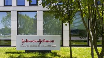 US-Konzern Johnson&Johnson hat angekündigt, in der Schweiz parkierte Gewinne in die USA zurückzuführen.