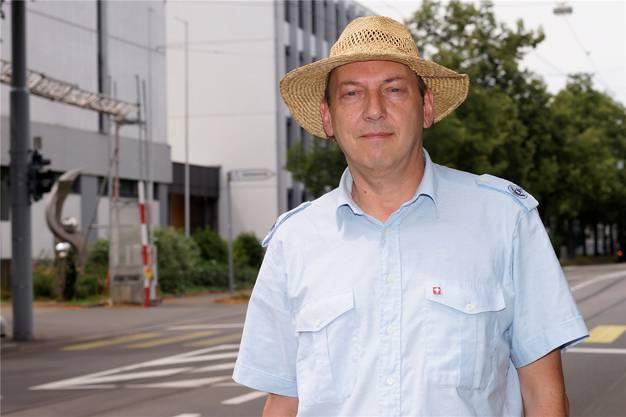 Thomas Erlenmann setzt sich gegen das Scientology-Center an der Burgfelderstrasse ein.