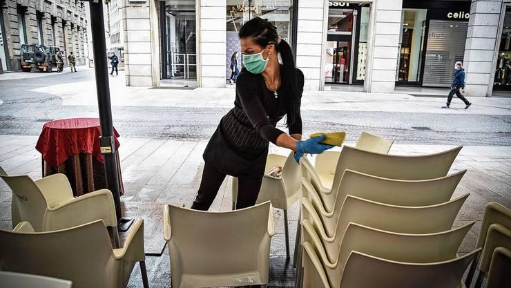 Italiens Gastro-Betriebe wie hier in Mailand putzen sich raus: Ab diesem Montag dürfen sie öffnen. Auch die Landesgrenzen gehen bald auf.