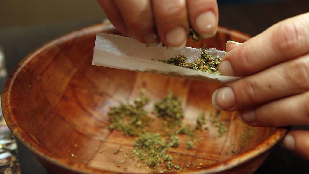 Bern, Basel, Genf und Zürich planen Pilotprojekte für den regulierten Verkauf von Cannabis.