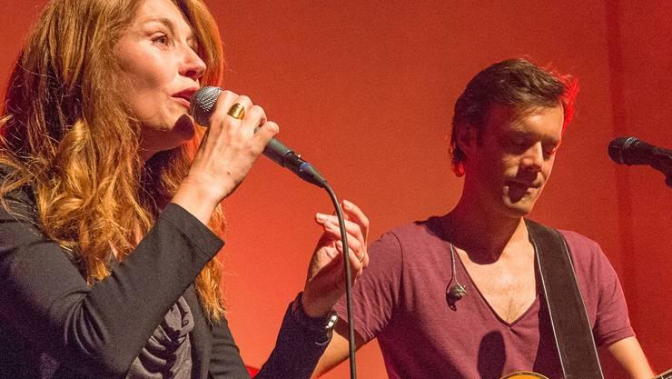 Adrian Stern mit «Special Guest» Sina am «Rock for Children». ZVG