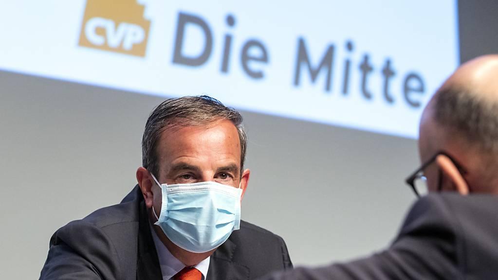 Präsident Gerhard Pfister will die Traditionspartei CVP Schweiz in «Die Mitte» umbenennen: «Wir wollen die national relevante politische Kraft der Mitte bleiben», sagte Pfister an der Delegiertenversammlung in Baden AG.
