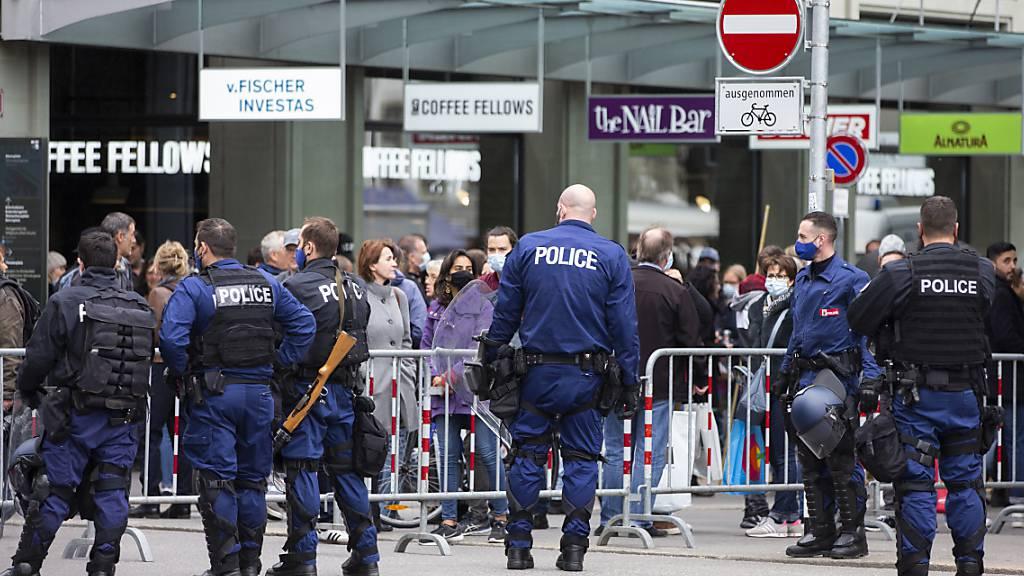 Polizei verhindert Kundgebung von Massnahmen-Gegnern in Bern