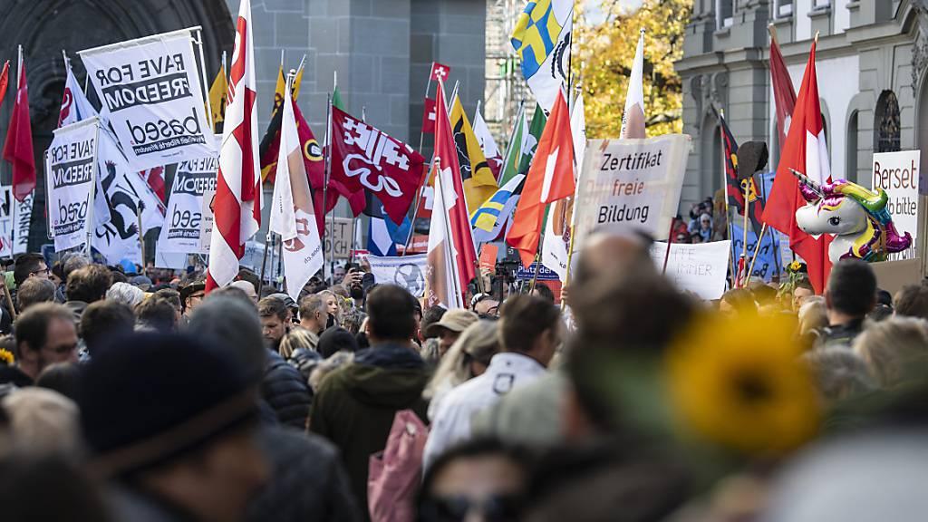 Grosser Aufmarsch der Massnahmengegner in Bern