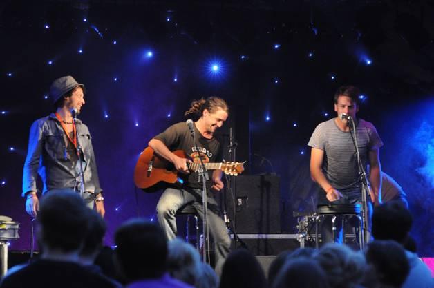 Der Berner Band Tomazobi gelingt es, das Badener Publikum zu unterhalten - mit Musik und Komik.