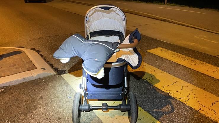 Eine Fussgängerin wurde beim Überqueren der Strasse in Rheinfelden angefahren. Sie und ihr Säugling wurden verletzt.