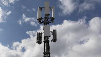 Der Kanton Waadt setzt die Installation von 5G-Antennen nicht aus. Der Staatsrat präzisierte eine entsprechende Aussage von Ratskollegin Jacqueline de Quattro (FDP) im Grossrat.