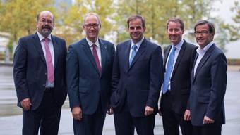 Joachim Eder (links) muss als Ständerat ersetzt werden, Bruno Pezzatti (rechts) als Nationalrat. Erneut kandidieren Peter Hegglin (Zweiter von links), Gerhard Pfister (Dritter von links) und Thomas Aeschi (Zweiter von rechts).