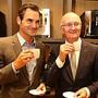 Roger Federer und General Manager Emanuel Probst 2015 bei der Wiedereroeffnung des Roger Federer Walk of Fame.