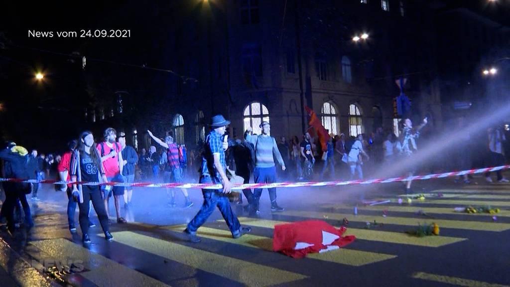 Corona-Demos gehen ins Geld: Neues Polizeigesetzt soll dies ändern