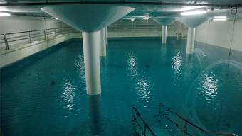 Ein selten gesehenes Bild: der Blick ins Wasserreservoir Studen.