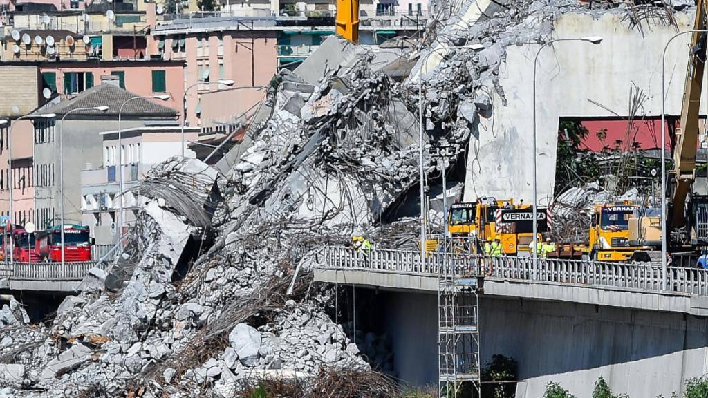 Die italienische Regierung will den Wiederaufbau der eingestürzten Autobahnbrücke selber an die Hand nehmen und nicht der Betreibergesellschaft überlassen.