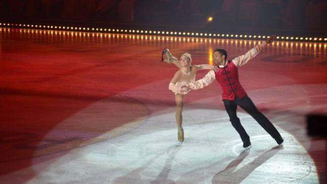 Das zahlreich aufmarschierte Publikum, um die 10 000 Zuschauer an den beiden Vorstellungen, war hell begeistert von den Darbietungen der Eiskunstläufer und der Musikeinlagen. Foto: Katarina Nemcek