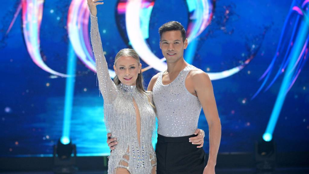 Moderatorin Jenny Elvers und der Schweizer Eiskunstläufer Eiskunstläufer Jamal Othman: Elvers hatte sich beim Training eine Rippe gebrochen und bangt nun um die Teilnahme an der Show «Dancing on Ice» am Freitag.
