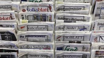 Die Schweizer Presselandschaft reagiert differenziert auf die Pariser Anschläge. Klar ist, dass dem Terrornetzwerk Islamischer Staat Einhalt geboten werden muss. (Archivbild)