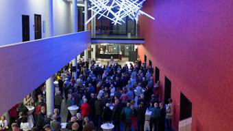Die Gemeinde Windisch hat die Bevölkerung erstmals am 8. Januar 2014 zum Neujahrsapéro im Campussaal-Foyer eingeladen. Archiv AZ
