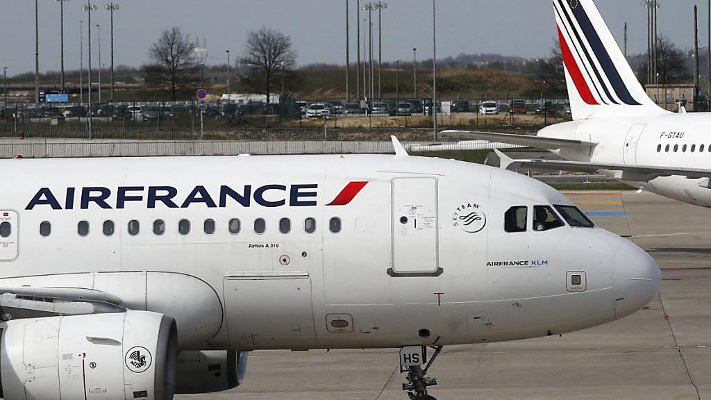 Die Turbulenzen rund um die Fluggesellschaft Air France-KLM haben tiefe Spuren im Quartalsabschluss hinterlassen. (Archivbild)