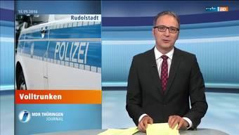 Volltrunken in Rudolstadt: Diese Meldung löst beim Moderator einen Lachanfall aus.