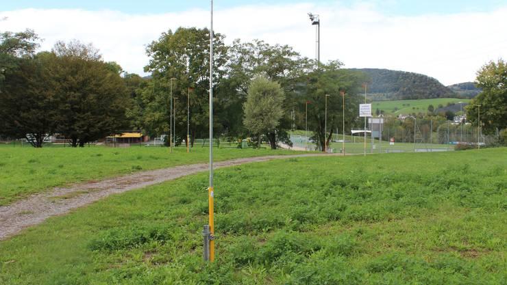 Das neue Garderobengebäude kommt im Südosten der Sportanlage zu liegen. Das alte (links im Bild) wird abgebrochen.