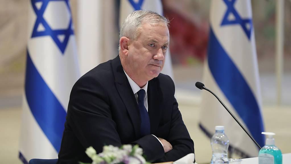 ARCHIV - Israels Verteidigungsminister Benny Gantz hat sich in Quarantäne begeben und unterzieht sich weiteren Untersuchungen. Foto: Abir Sultan/Pool European Pressphoto Agency/AP/dpa