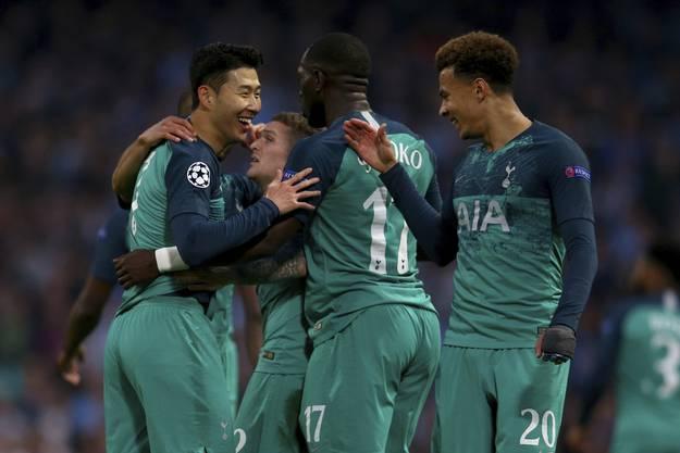 Tottenham verliert in Manchester 3:4, qualifiziert sich aufgrund der Auswärtstorregelung aber für den Halbfinal.