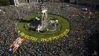 Hunderttausende Menschen sind in Barcelona für die Unabhängigkeit Kataloniens auf die Strasse gegangen.