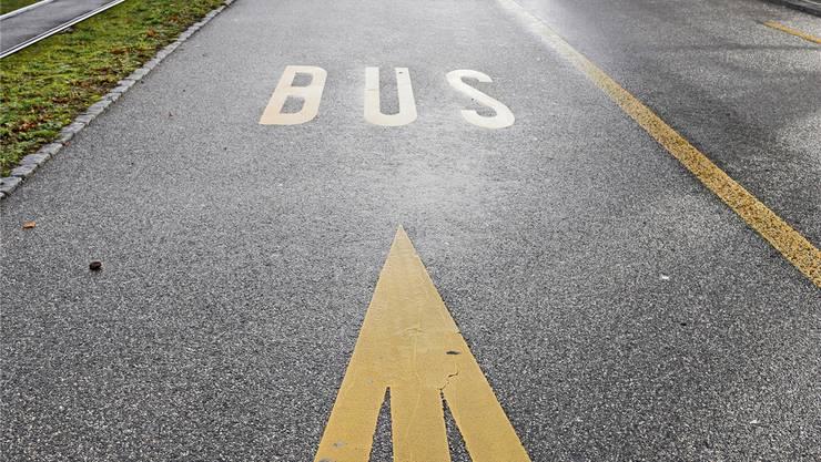 Entlang dem Brüttenertunnel sind Velorouten und Busspuren geplant. (Symbolbild)
